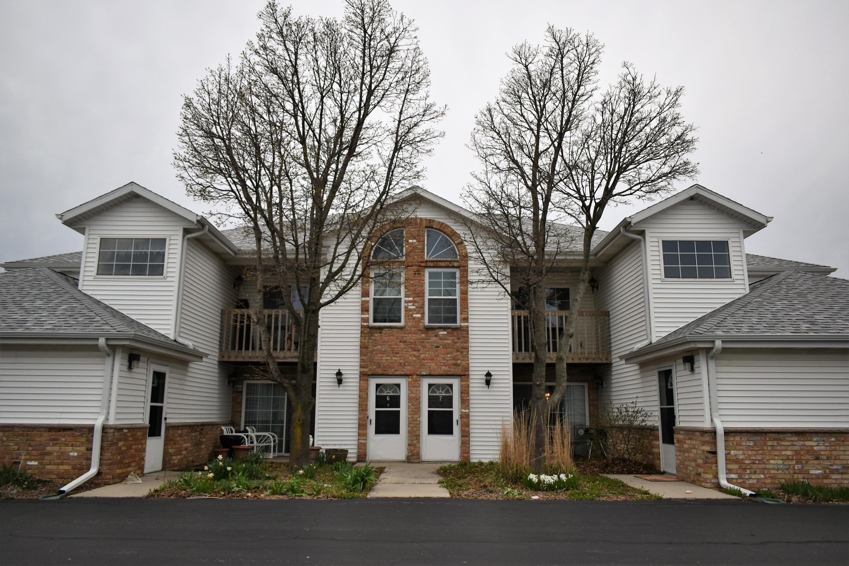 8340 Chicago Rd, Oak Creek, Wisconsin 53154, 2 Bedrooms Bedrooms, 5 Rooms Rooms,1 BathroomBathrooms,Condominiums,For Sale,Chicago Rd,2,1687466