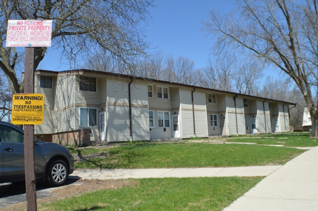 8867 95th St, Milwaukee, Wisconsin 53224, 3 Bedrooms Bedrooms, 5 Rooms Rooms,1 BathroomBathrooms,Condominiums,For Sale,95th St,1,1687609