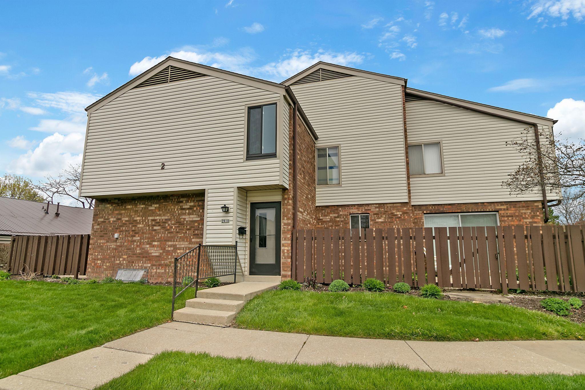 2918 14th Ln, Kenosha, Wisconsin 53140, 3 Bedrooms Bedrooms, 7 Rooms Rooms,1 BathroomBathrooms,Condominiums,For Sale,14th Ln,1,1687656