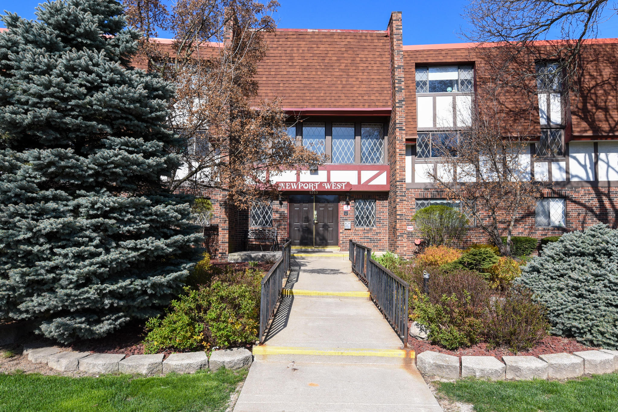 5253 Lovers Lane Rd, Milwaukee, Wisconsin 53225, 2 Bedrooms Bedrooms, 5 Rooms Rooms,2 BathroomsBathrooms,Condominiums,For Sale,Lovers Lane Rd,3,1687569