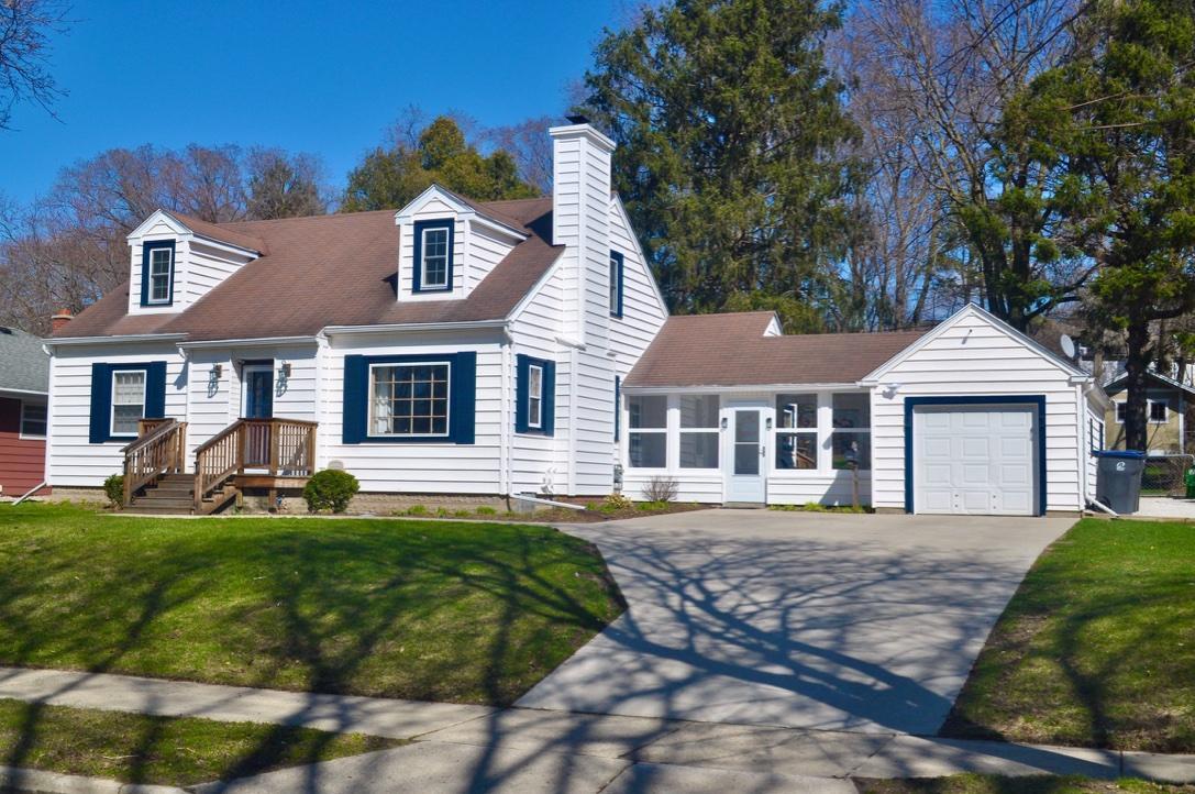 1311 Garfield Ave, Waukesha, Wisconsin 53186, 3 Bedrooms Bedrooms, ,2 BathroomsBathrooms,Single-Family,For Sale,Garfield Ave,1687968