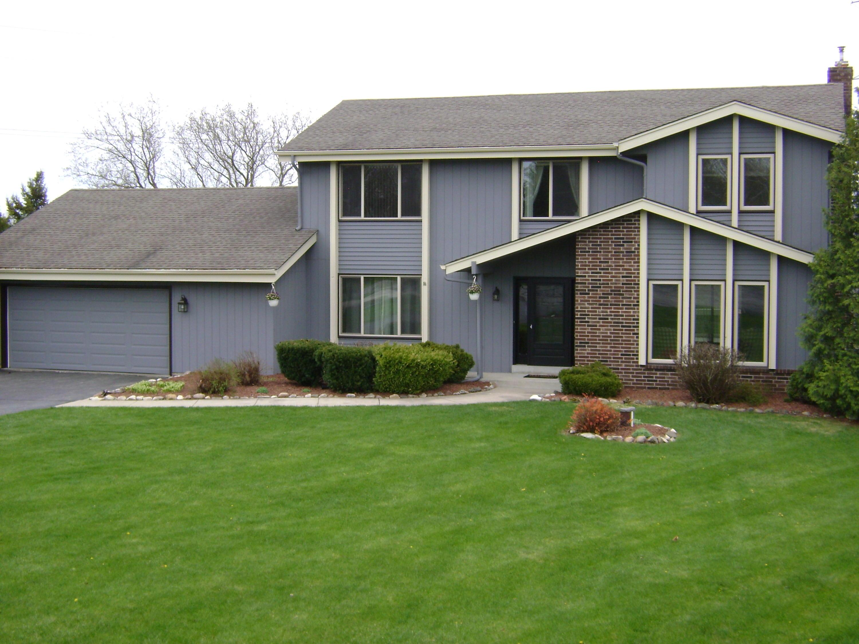 S48W23335 Merlin Ln, Waukesha, Wisconsin 53189, 4 Bedrooms Bedrooms, 8 Rooms Rooms,2 BathroomsBathrooms,Single-Family,For Sale,Merlin Ln,1688040
