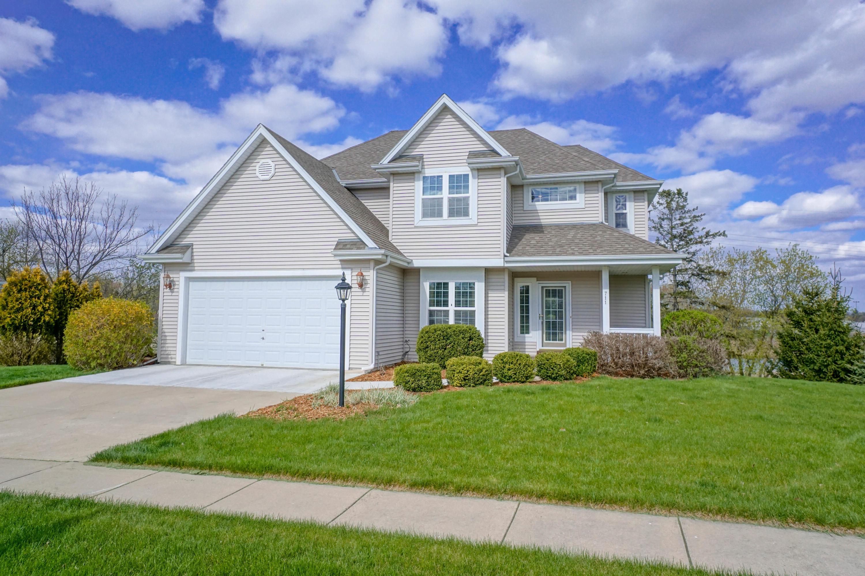 711 Summer Creek Rd, Oconomowoc, Wisconsin 53066, 4 Bedrooms Bedrooms, 11 Rooms Rooms,2 BathroomsBathrooms,Single-Family,For Sale,Summer Creek Rd,1688194