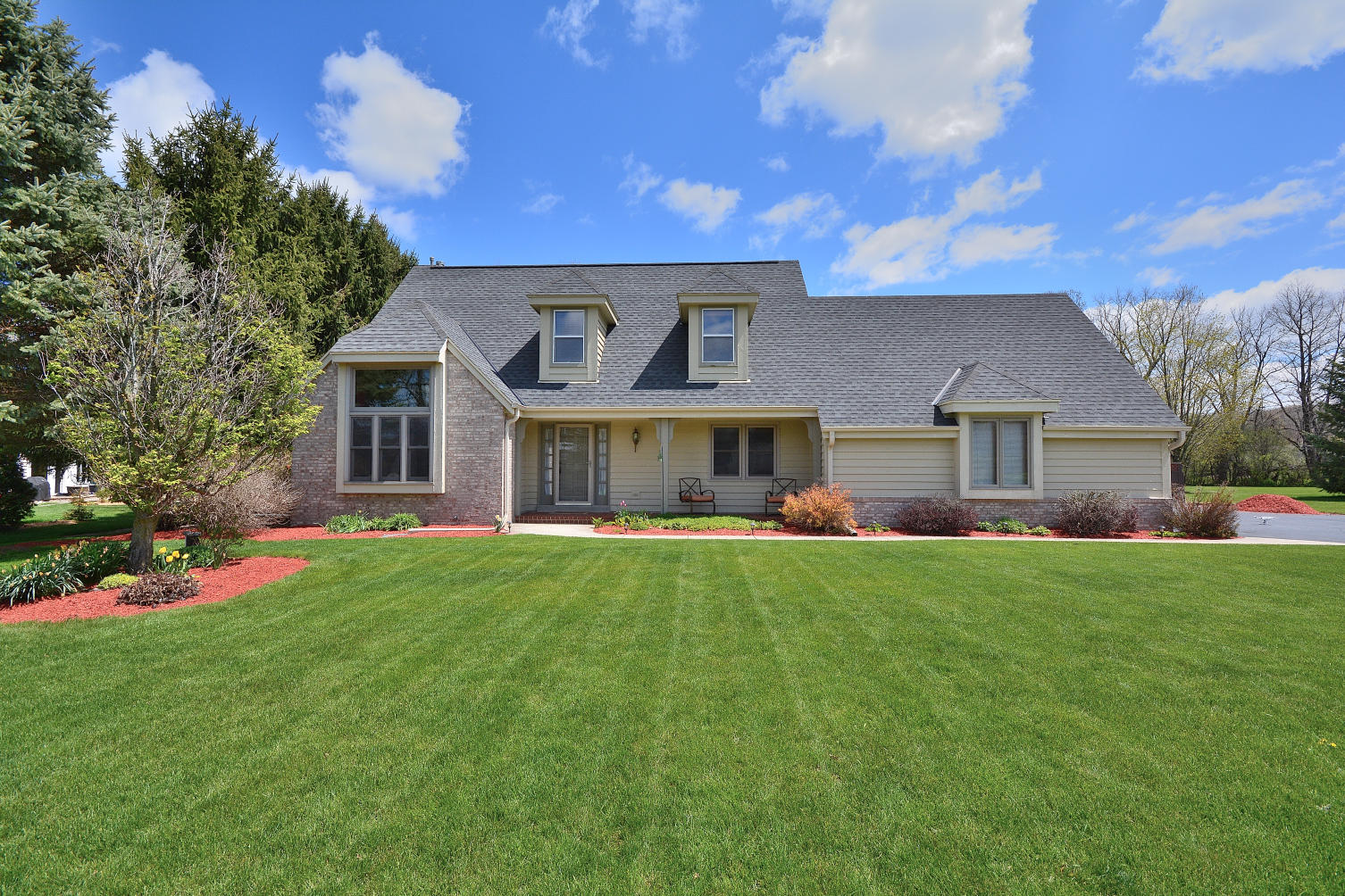 W232S5200 Hunters Hollow, Waukesha, Wisconsin 53189, 3 Bedrooms Bedrooms, 9 Rooms Rooms,2 BathroomsBathrooms,Single-Family,For Sale,Hunters Hollow,1689115