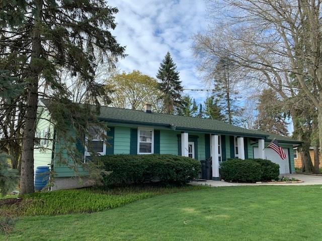 1935 Sunnyside Dr, Waukesha, Wisconsin 53186, 5 Bedrooms Bedrooms, ,2 BathroomsBathrooms,Single-Family,For Sale,Sunnyside Dr,1688447