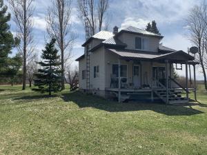 7395 Engleking Rd, Armstrong Creek, WI 54103