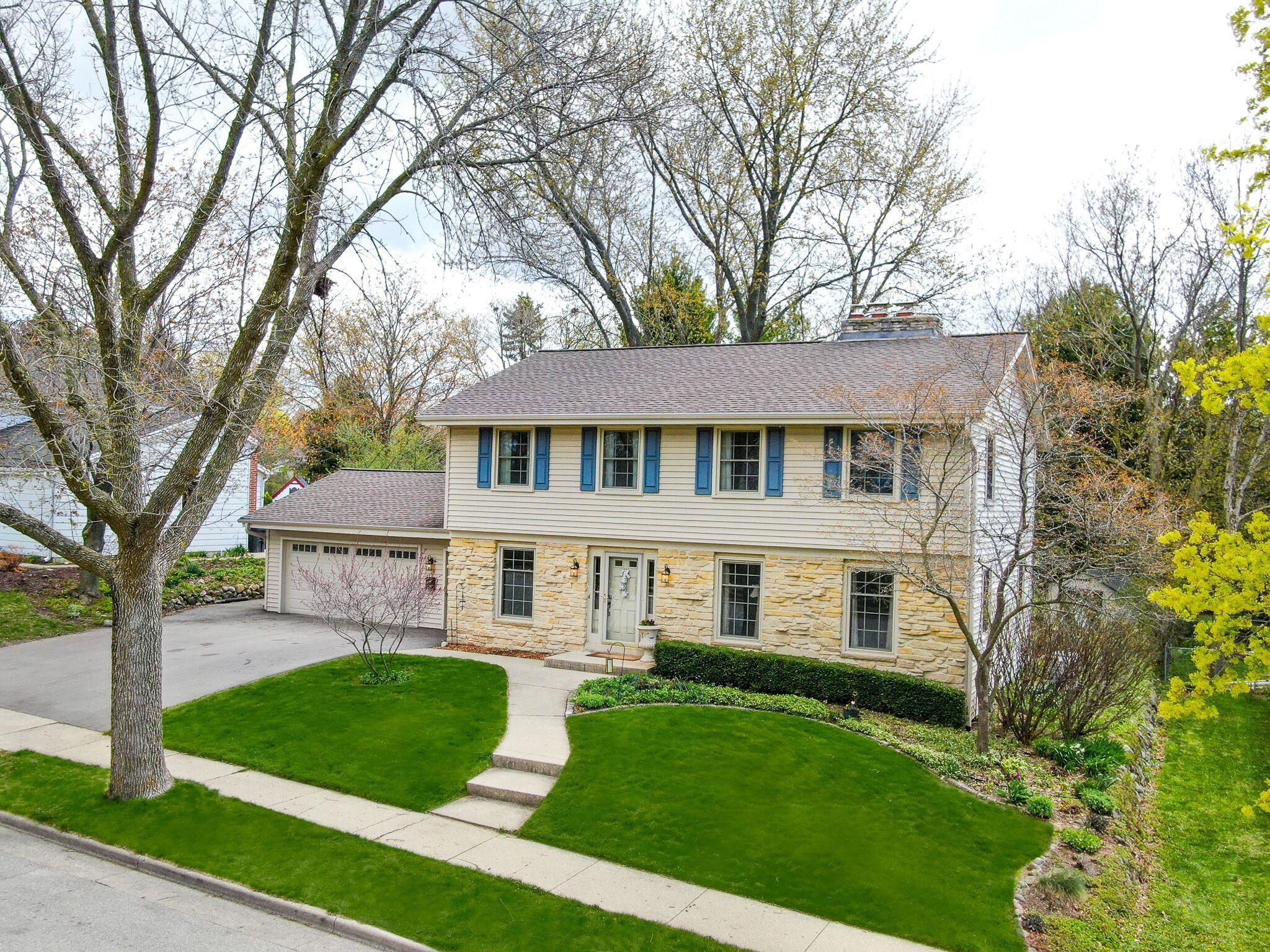1233 Wedgewood Dr, Waukesha, Wisconsin 53186, 4 Bedrooms Bedrooms, 8 Rooms Rooms,2 BathroomsBathrooms,Single-Family,For Sale,Wedgewood Dr,1688741