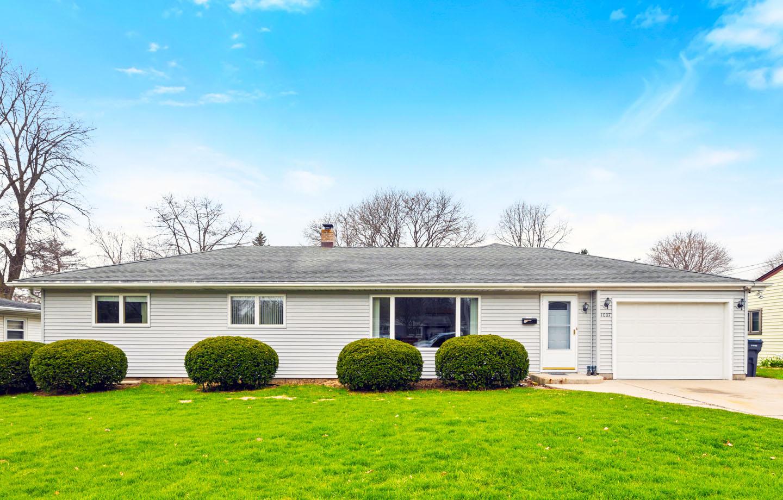 1007 Moreland Blvd, Waukesha, Wisconsin 53188, 4 Bedrooms Bedrooms, 8 Rooms Rooms,2 BathroomsBathrooms,Single-Family,For Sale,Moreland Blvd,1689053