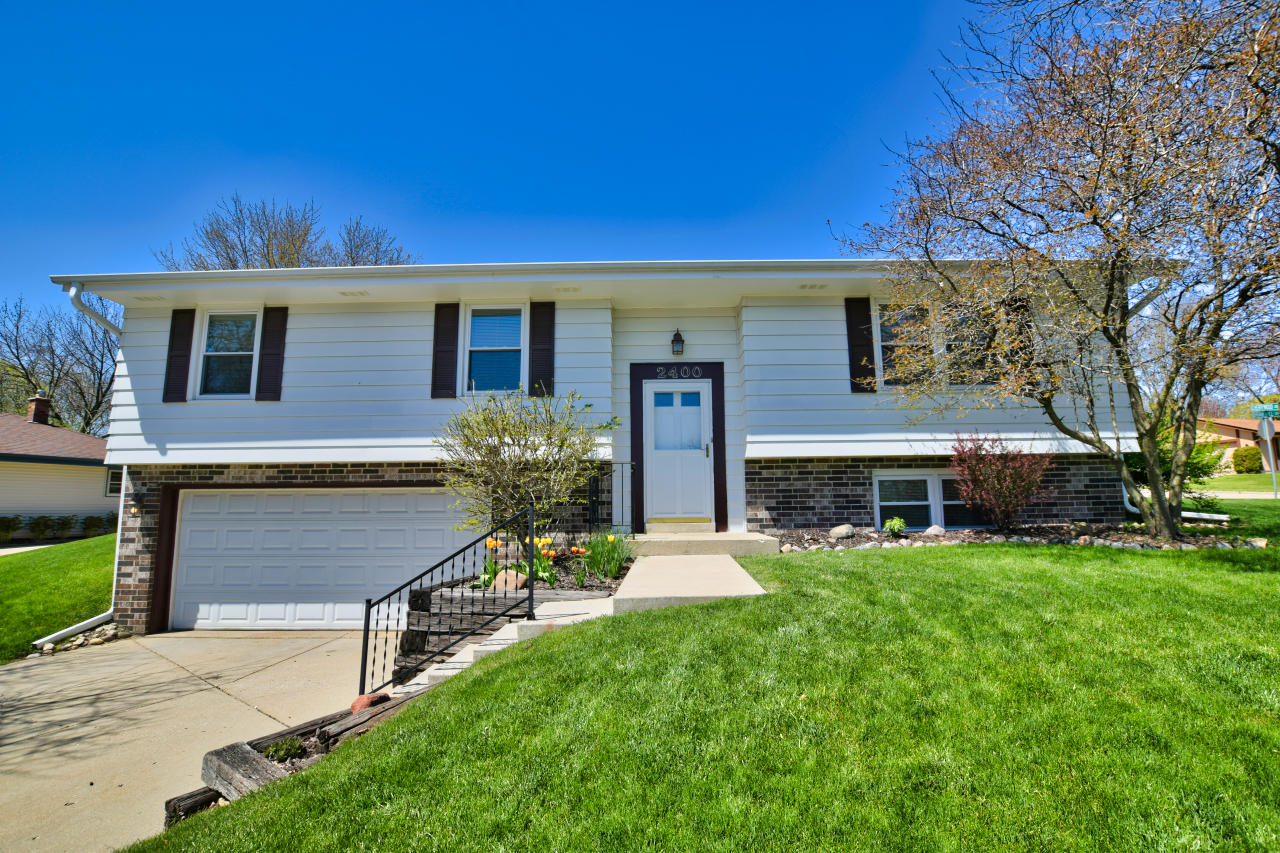 2400 Brentwood Dr, Waukesha, Wisconsin 53186, 3 Bedrooms Bedrooms, 6 Rooms Rooms,1 BathroomBathrooms,Single-Family,For Sale,Brentwood Dr,1688802