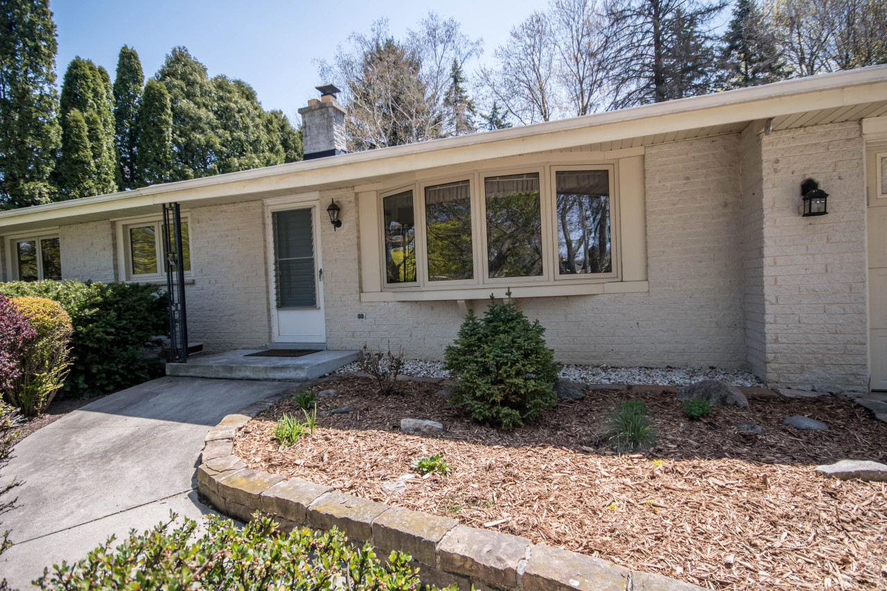 2133 Melody Ln, Waukesha, Wisconsin 53186, 3 Bedrooms Bedrooms, 6 Rooms Rooms,1 BathroomBathrooms,Single-Family,For Sale,Melody Ln,1688756