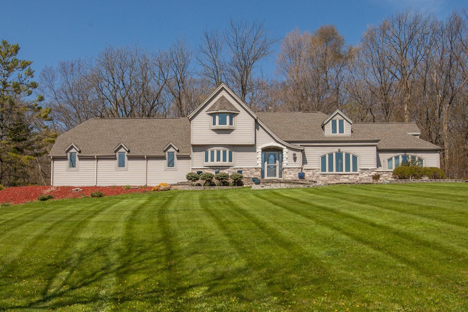 S56W22777 Woodside DR, Waukesha, Wisconsin 53189, 4 Bedrooms Bedrooms, 9 Rooms Rooms,2 BathroomsBathrooms,Single-Family,For Sale,Woodside DR,1688991