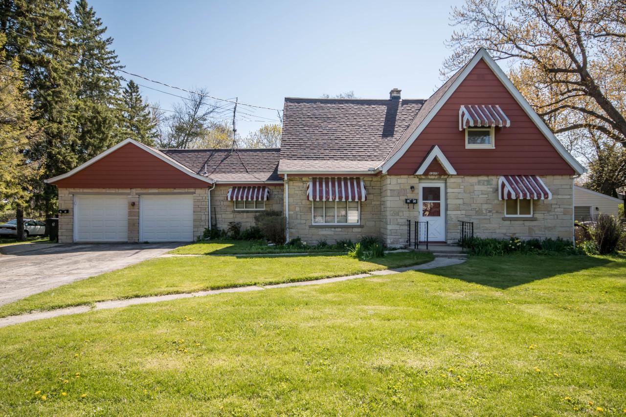 1315 Grandview Blvd, Waukesha, Wisconsin 53188, 2 Bedrooms Bedrooms, 4 Rooms Rooms,1 BathroomBathrooms,Two-Family,For Sale,Grandview Blvd,1,1688926