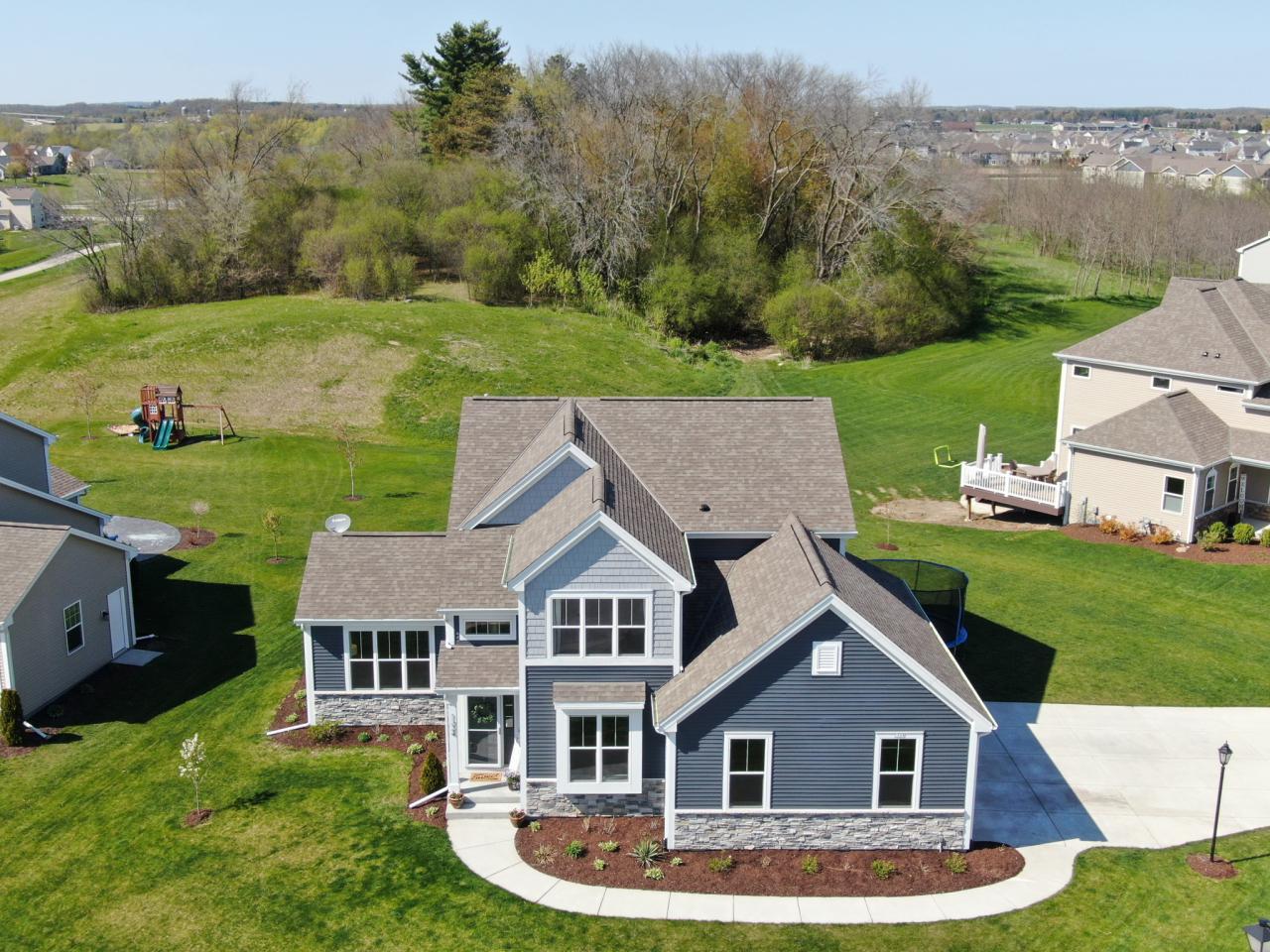 1324 Pine Ridge Dr, Oconomowoc, Wisconsin 53066, 4 Bedrooms Bedrooms, 9 Rooms Rooms,2 BathroomsBathrooms,Single-Family,For Sale,Pine Ridge Dr,1689039