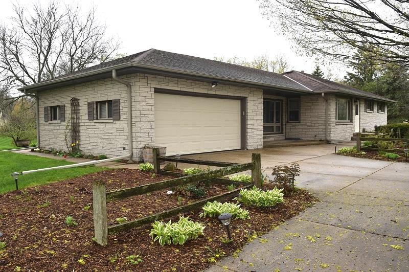 S51W25485 Glendale Rd, Waukesha, Wisconsin 53189, 3 Bedrooms Bedrooms, 7 Rooms Rooms,1 BathroomBathrooms,Single-Family,For Sale,Glendale Rd,1689079