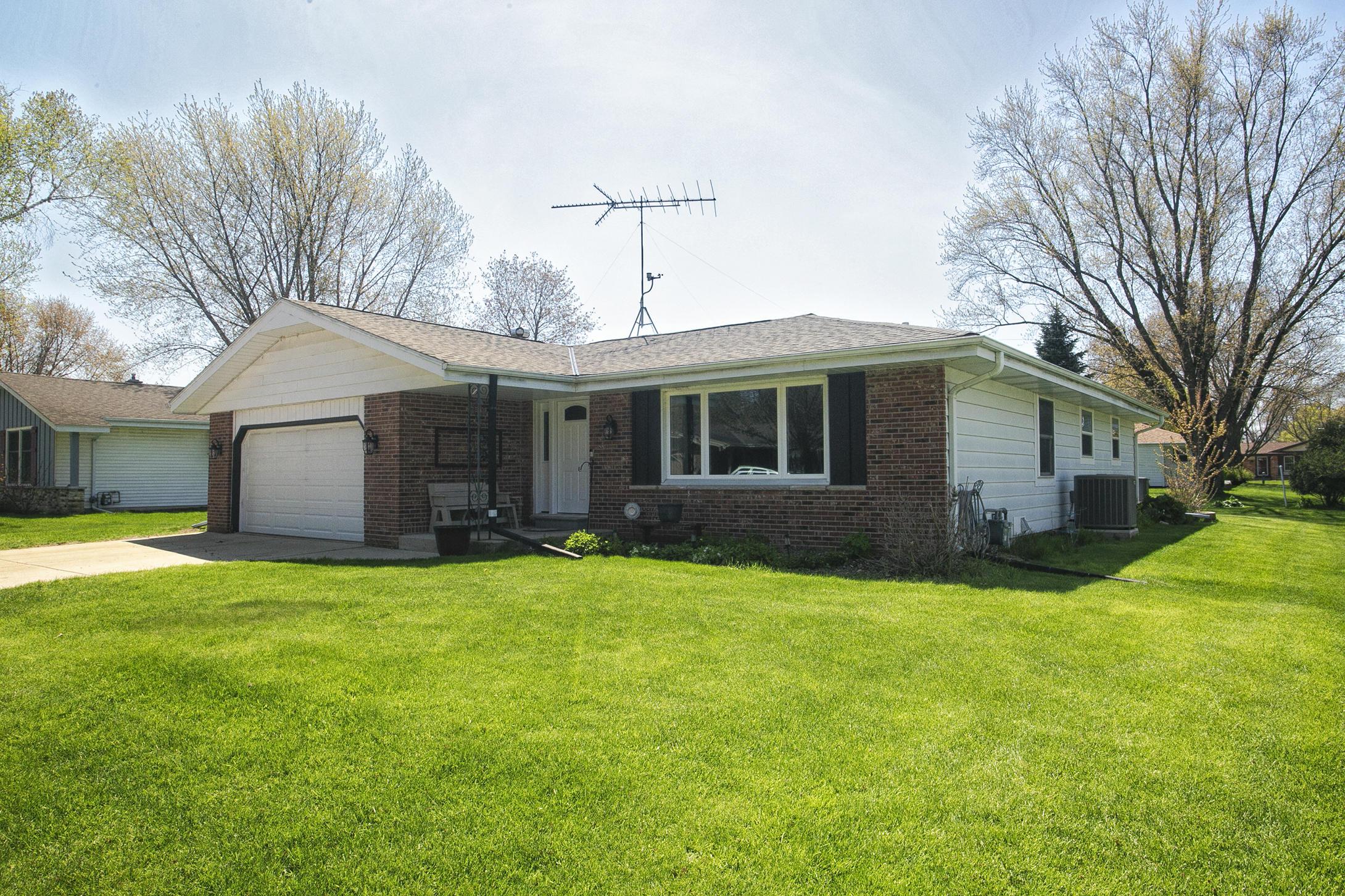 1131 Wisteria Ln, Waukesha, Wisconsin 53189, 3 Bedrooms Bedrooms, ,2 BathroomsBathrooms,Single-Family,For Sale,Wisteria Ln,1689210