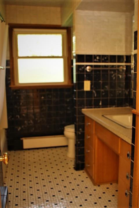 2318 Broadway AVE, Sheboygan, Wisconsin 53081, 3 Bedrooms Bedrooms, 7 Rooms Rooms,1 BathroomBathrooms,Single-Family,For Sale,Broadway AVE,1690366