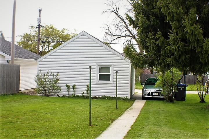 1736 14th ST, Sheboygan, Wisconsin 53081, 1 Bedroom Bedrooms, 4 Rooms Rooms,1 BathroomBathrooms,Two-Family,For Sale,14th ST,1,1690363
