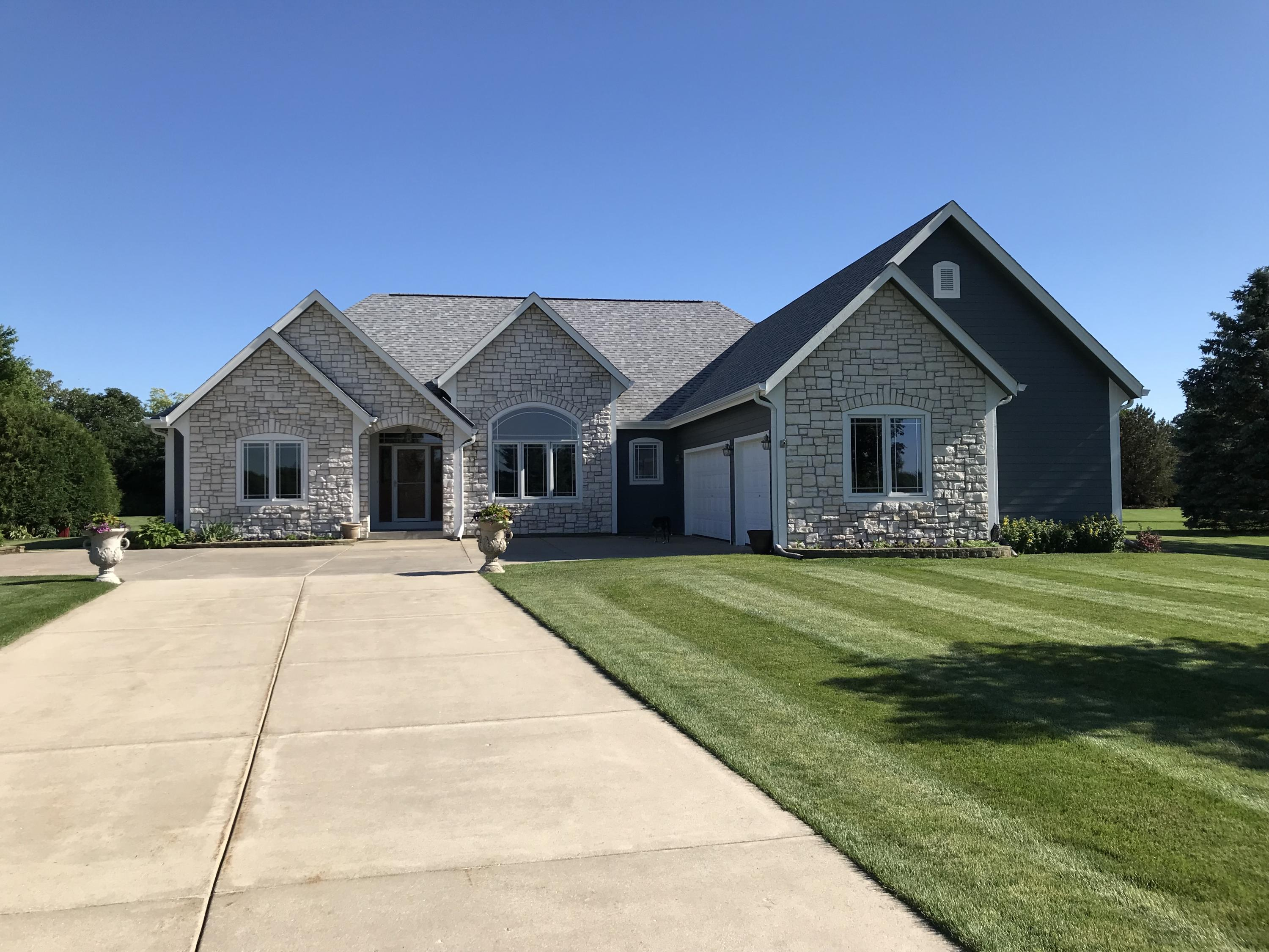 116 Eagles Lookout, North Prairie, Wisconsin 53153, 3 Bedrooms Bedrooms, ,2 BathroomsBathrooms,Single-Family,For Sale,Eagles Lookout,1690350