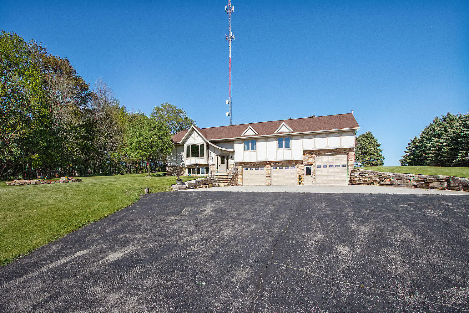 N5622 Maple View Lane, Stockbridge, Wisconsin 54129, 3 Bedrooms Bedrooms, 9 Rooms Rooms,2 BathroomsBathrooms,Single-Family,For Sale,Maple View Lane,1690347