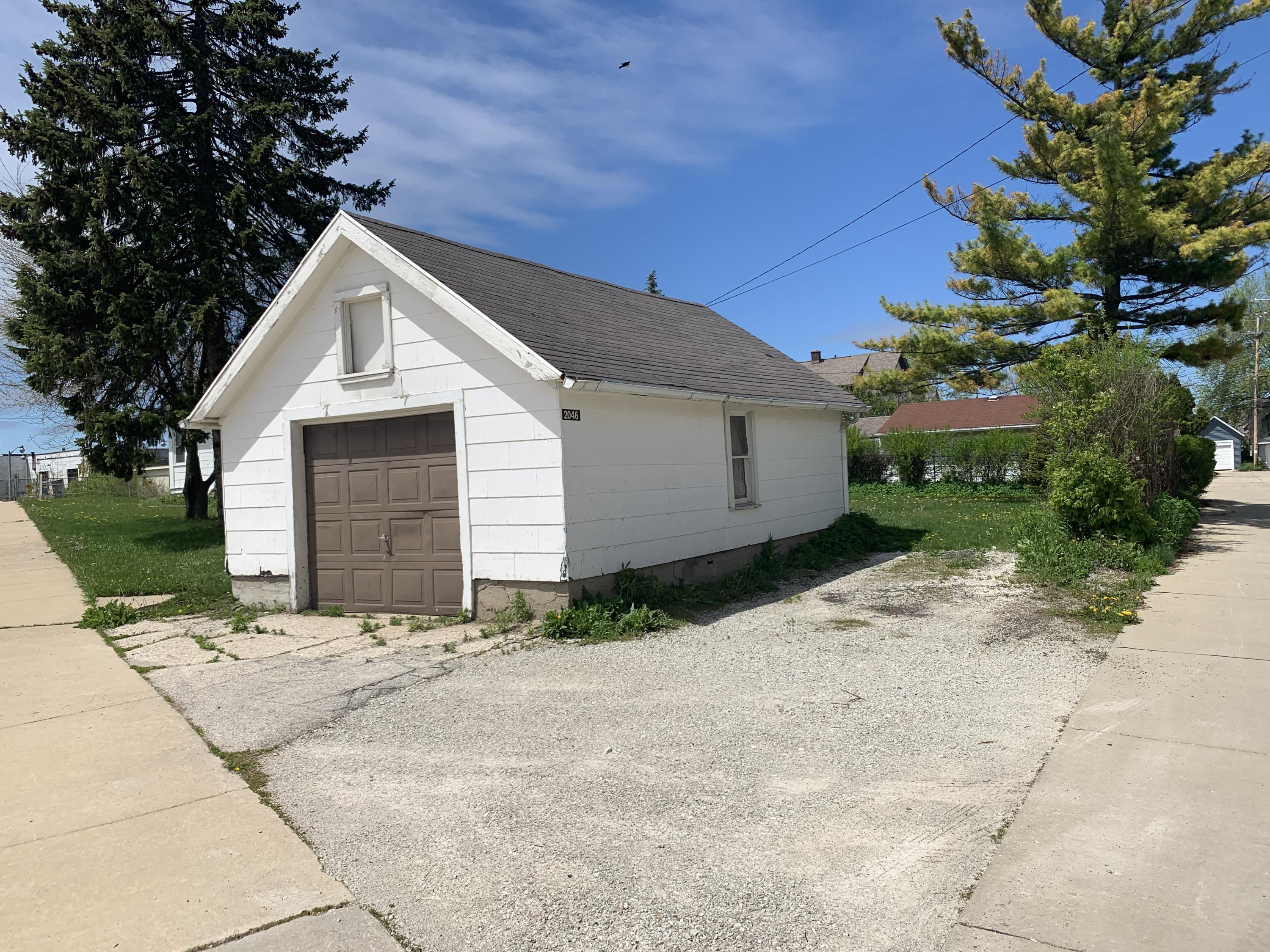 2046 60th St, West Allis, Wisconsin 53219, 3 Bedrooms Bedrooms, 6 Rooms Rooms,1 BathroomBathrooms,Single-Family,For Sale,60th St,1690381