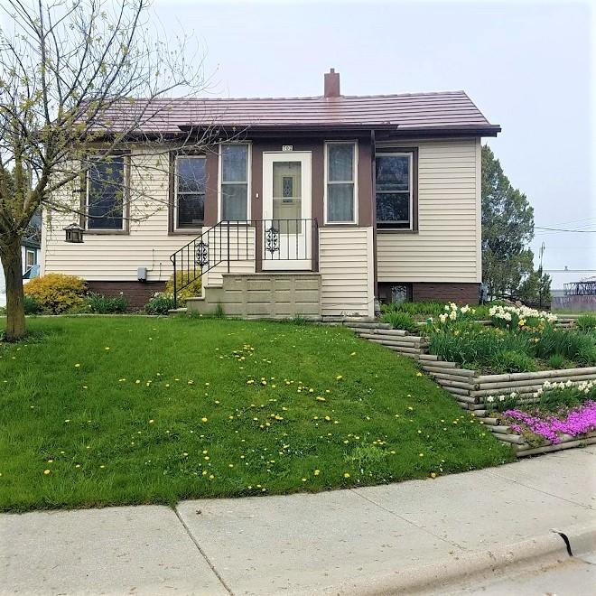 702 14, Manitowoc, Wisconsin 54220, 2 Bedrooms Bedrooms, ,1 BathroomBathrooms,Single-Family,For Sale,14,1690376