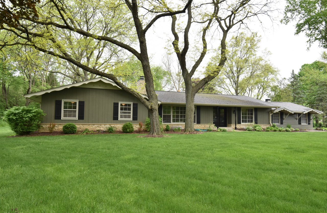 1285 Apache Trl, Brookfield, Wisconsin 53005, 4 Bedrooms Bedrooms, ,2 BathroomsBathrooms,Single-Family,For Sale,Apache Trl,1690876
