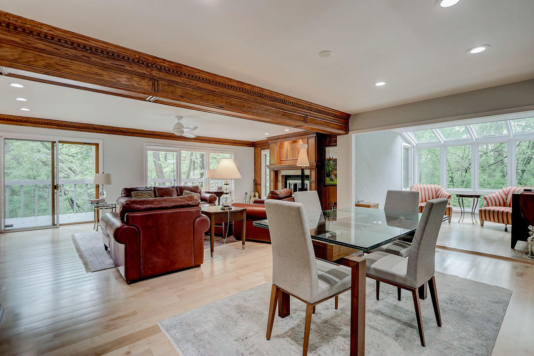 115 Elm Grove Rd, Brookfield, Wisconsin 53005, 2 Bedrooms Bedrooms, 8 Rooms Rooms,2 BathroomsBathrooms,Condominiums,For Sale,Elm Grove Rd,1,1691379