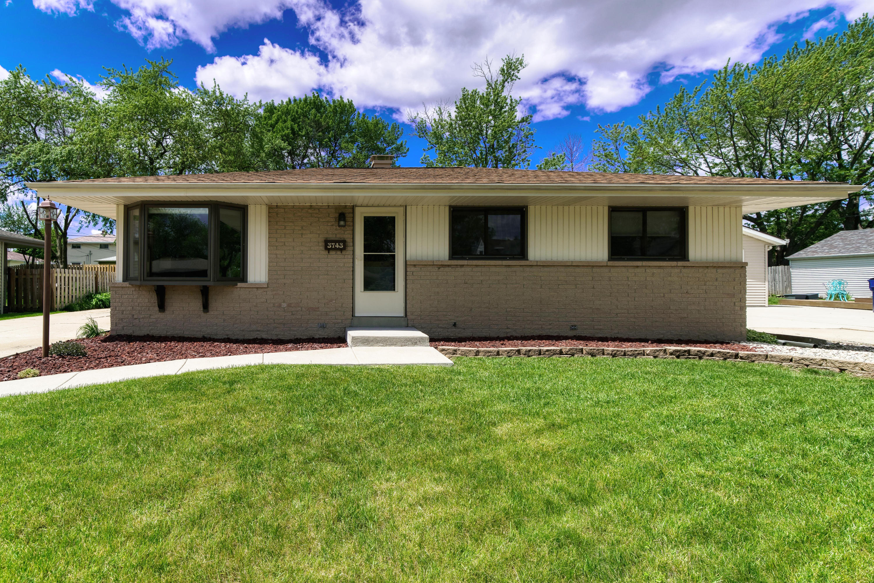 3743 86th St, Milwaukee, Wisconsin 53228, 3 Bedrooms Bedrooms, 5 Rooms Rooms,1 BathroomBathrooms,Single-Family,For Sale,86th St,1691338