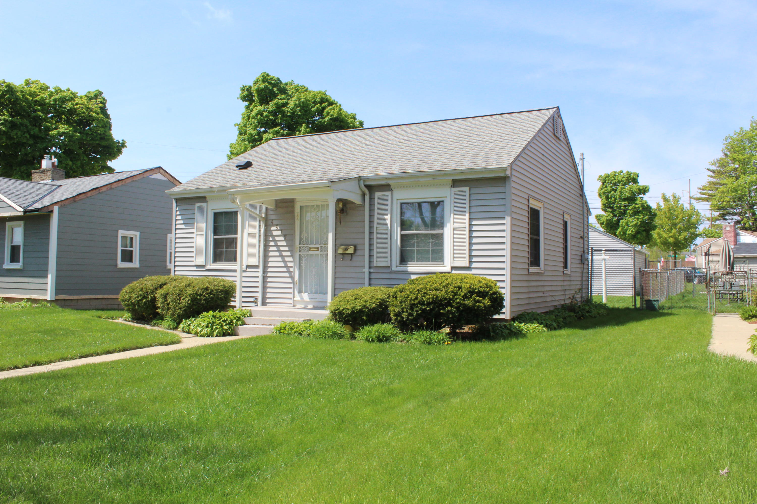4615 18th St, Milwaukee, Wisconsin 53209, 2 Bedrooms Bedrooms, 4 Rooms Rooms,1 BathroomBathrooms,Single-Family,For Sale,18th St,1691453