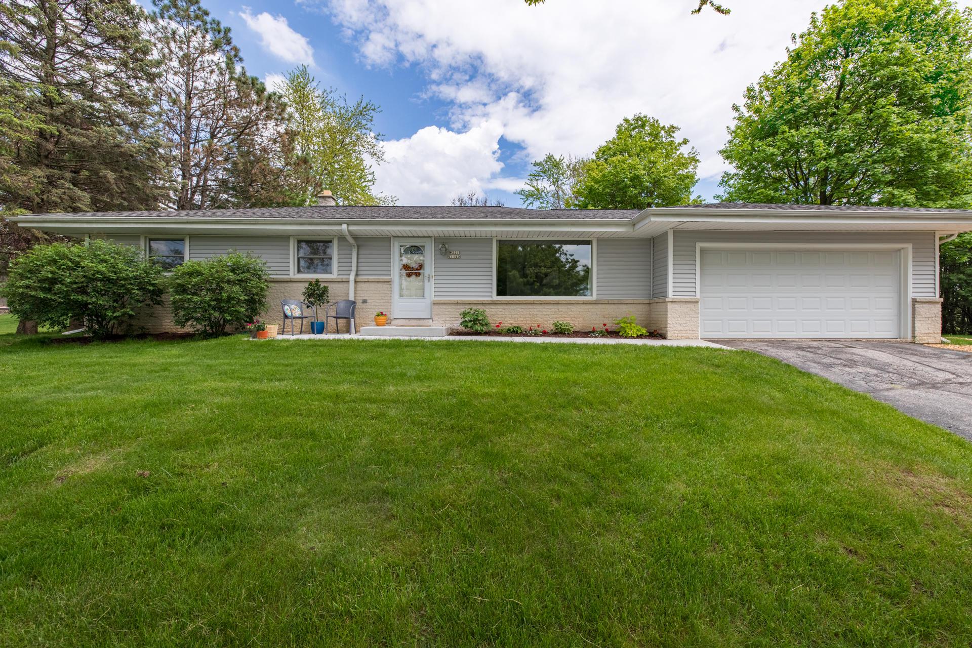 1140 Cherokee Dr, Brookfield, Wisconsin 53186, 3 Bedrooms Bedrooms, 6 Rooms Rooms,1 BathroomBathrooms,Single-Family,For Sale,Cherokee Dr,1691587