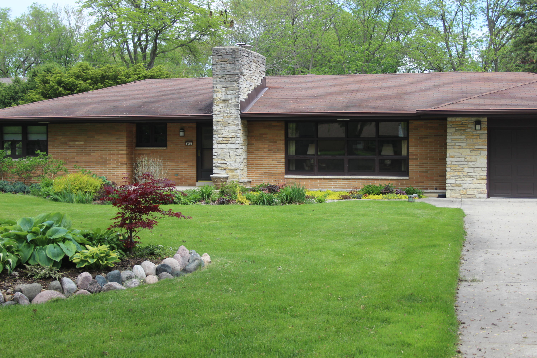 240 Park Blvd, Brookfield, Wisconsin 53005, 4 Bedrooms Bedrooms, ,2 BathroomsBathrooms,Single-Family,For Sale,Park Blvd,1691631