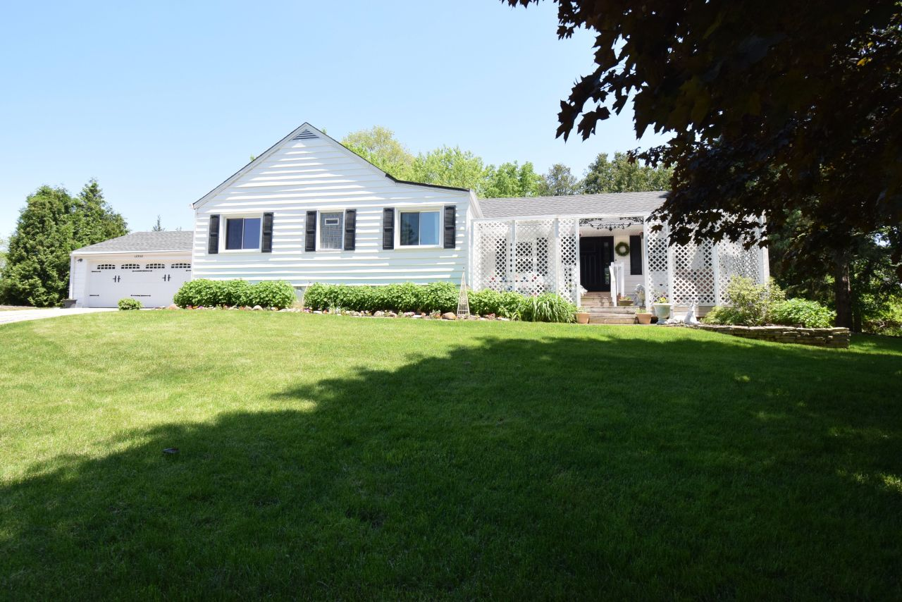18950 Quail Hollow Dr, Brookfield, Wisconsin 53045, 3 Bedrooms Bedrooms, 5 Rooms Rooms,1 BathroomBathrooms,Single-Family,For Sale,Quail Hollow Dr,1691902