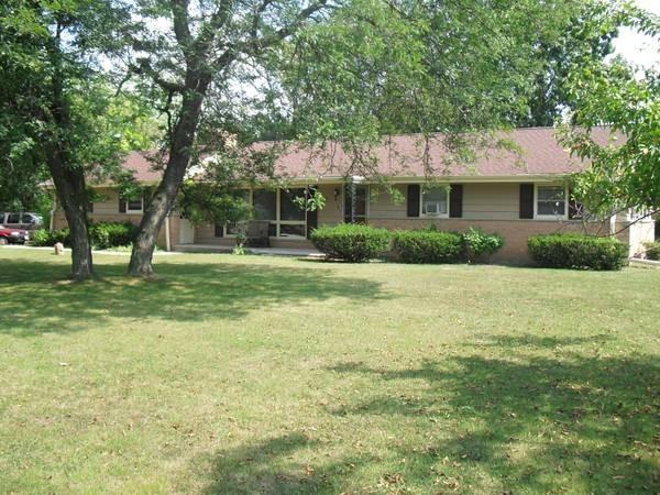 17860 Lucy Cir, Brookfield, Wisconsin 53045, 3 Bedrooms Bedrooms, 6 Rooms Rooms,2 BathroomsBathrooms,Single-Family,For Sale,Lucy Cir,1692095