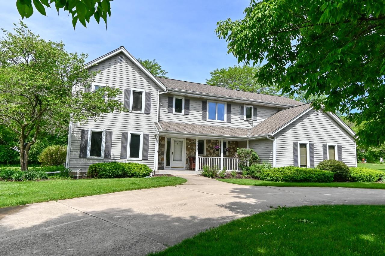 4585 Shagbark Ln, Brookfield, Wisconsin 53005, 4 Bedrooms Bedrooms, 11 Rooms Rooms,3 BathroomsBathrooms,Single-Family,For Sale,Shagbark Ln,1692101