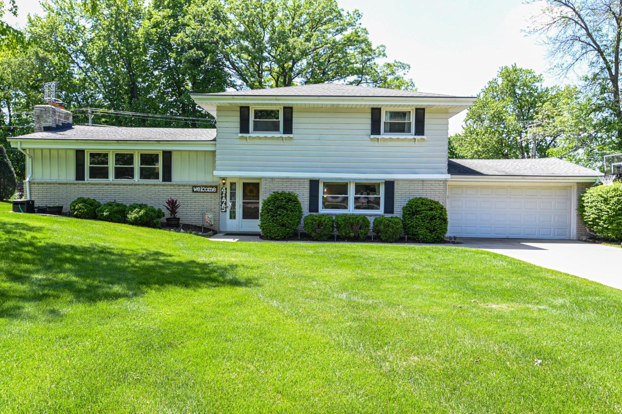 4175 Bexley Dr, Brookfield, Wisconsin 53045, 4 Bedrooms Bedrooms, ,2 BathroomsBathrooms,Single-Family,For Sale,Bexley Dr,1692130