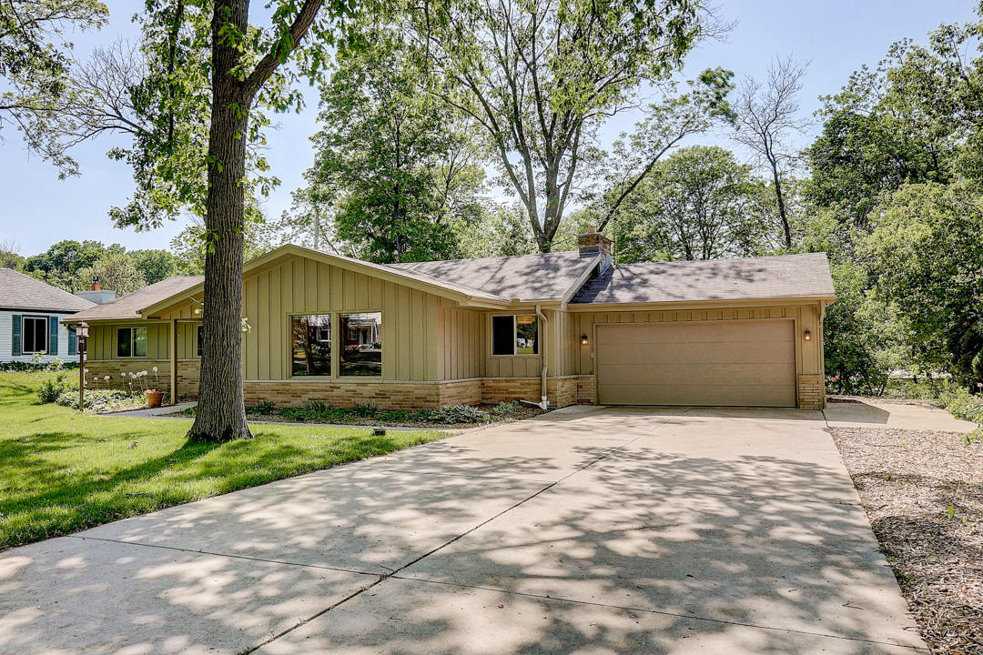 345 Beaumont Ave, Brookfield, Wisconsin 53005, 3 Bedrooms Bedrooms, 10 Rooms Rooms,3 BathroomsBathrooms,Single-Family,For Sale,Beaumont Ave,1692400