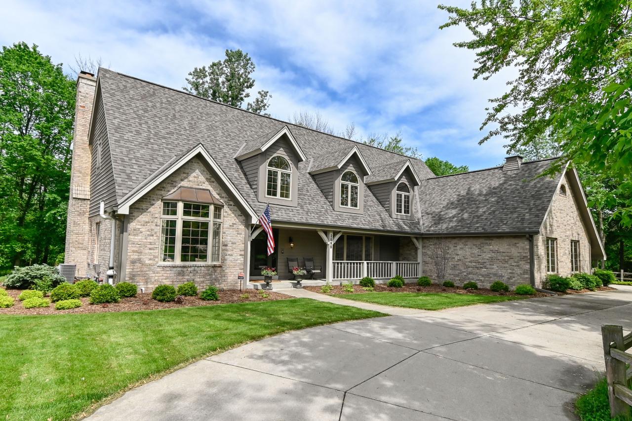 2595 Buckingham Pl, Brookfield, Wisconsin 53045, 4 Bedrooms Bedrooms, 12 Rooms Rooms,4 BathroomsBathrooms,Single-Family,For Sale,Buckingham Pl,1692392