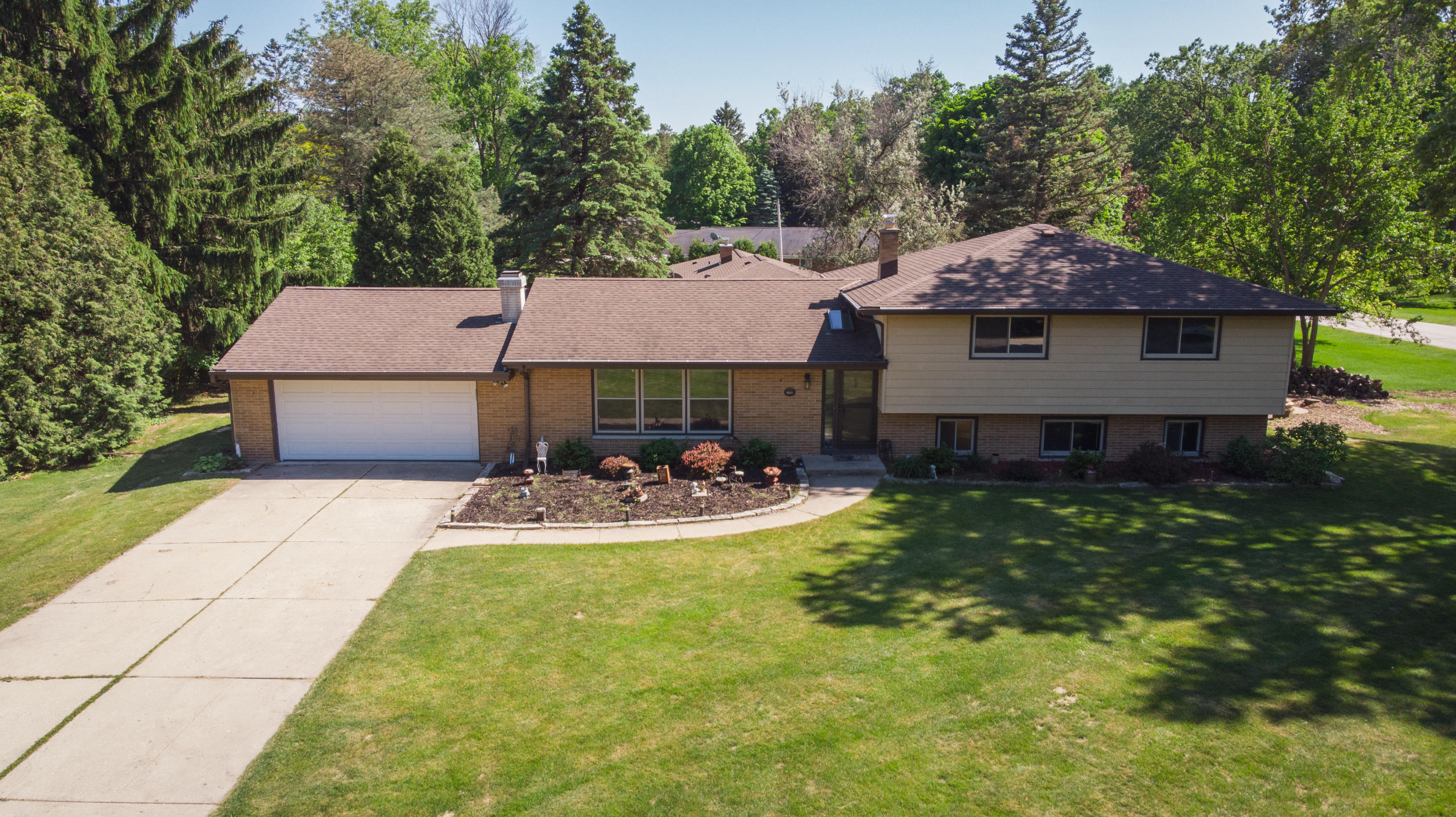 17935 Windemere Rd, Brookfield, Wisconsin 53045, 4 Bedrooms Bedrooms, 9 Rooms Rooms,2 BathroomsBathrooms,Single-Family,For Sale,Windemere Rd,1692591