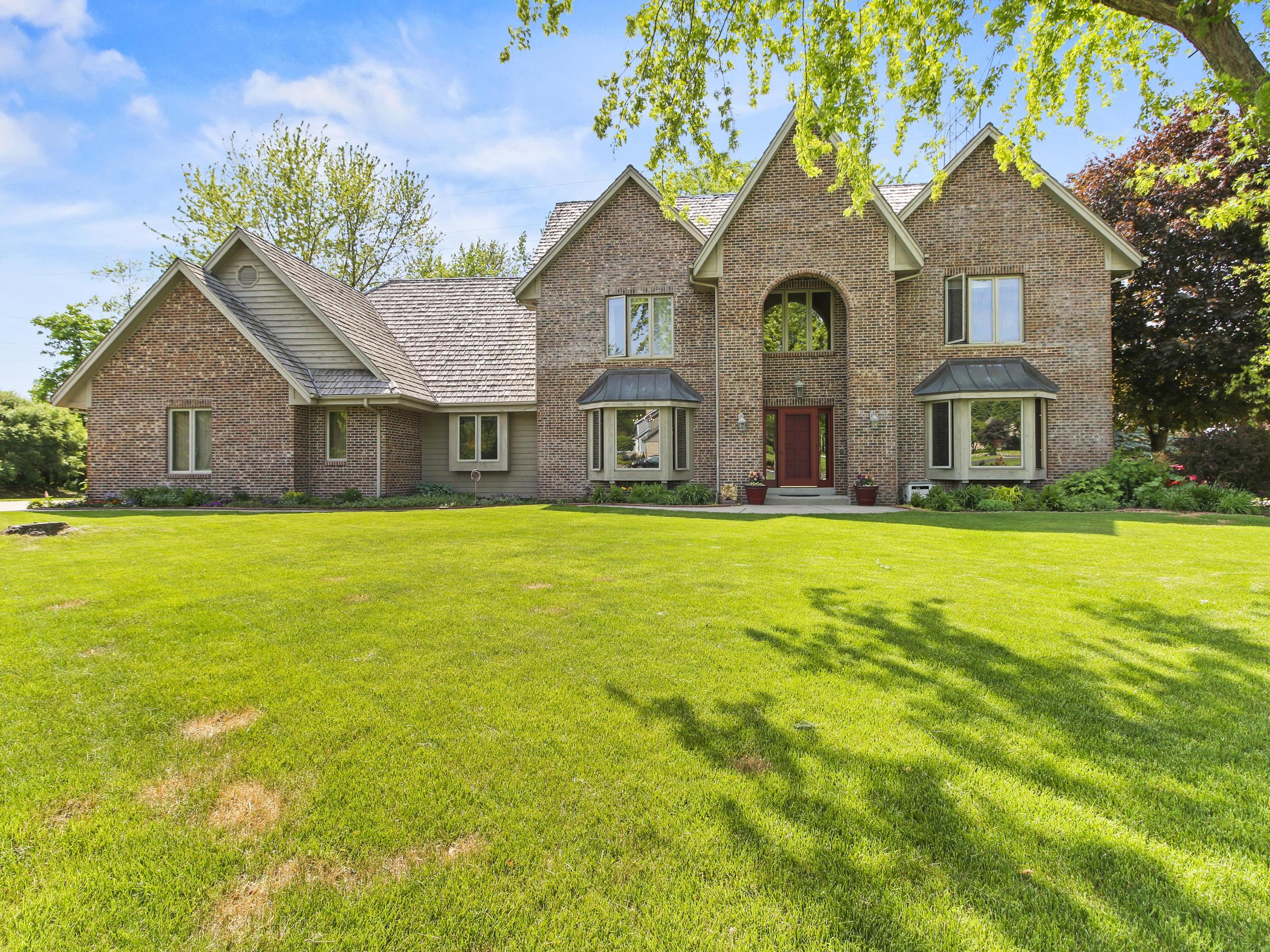 1725 Derrin Ln, Brookfield, Wisconsin 53045, 4 Bedrooms Bedrooms, ,3 BathroomsBathrooms,Single-Family,For Sale,Derrin Ln,1692529