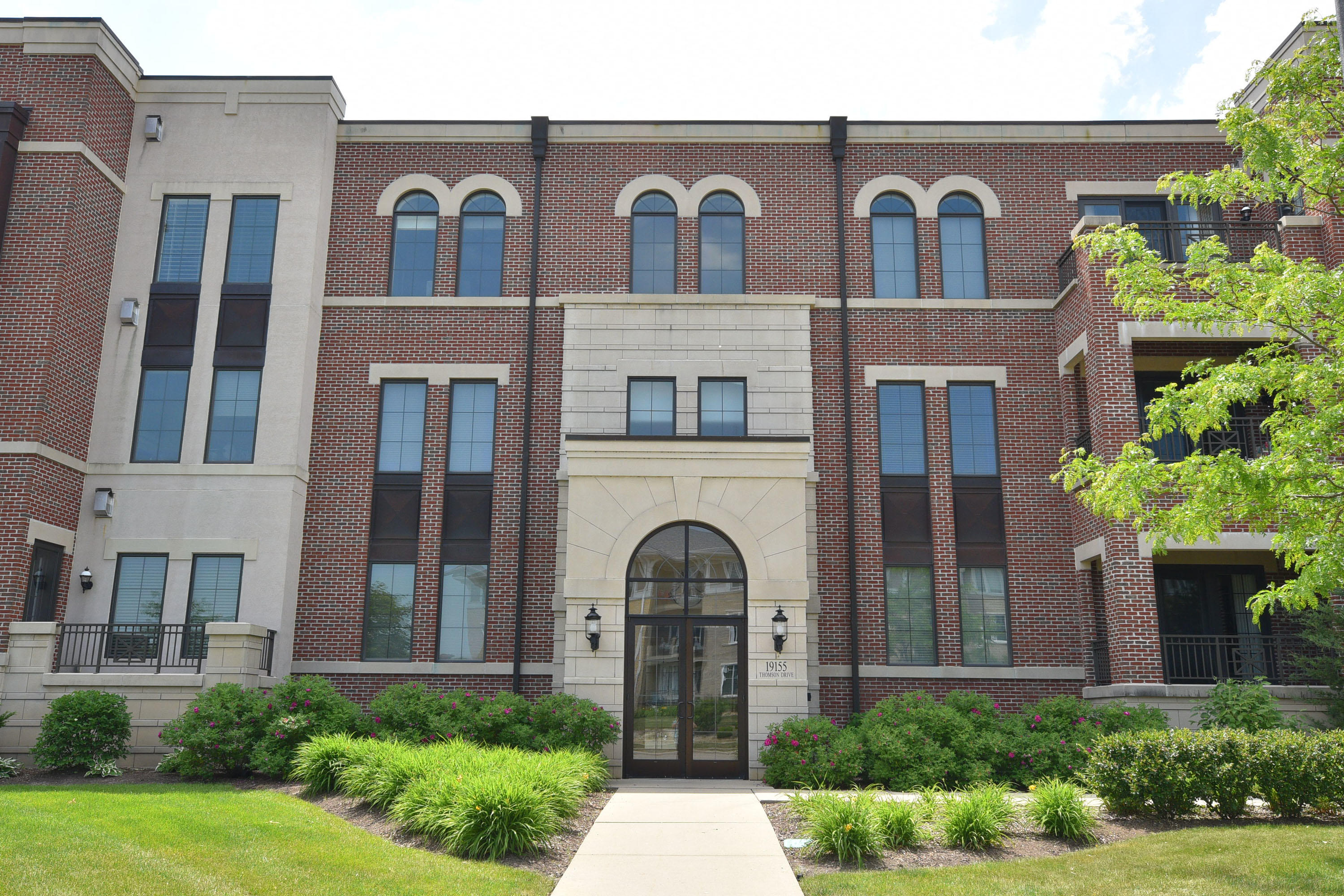 19155 Thomson Dr, Brookfield, Wisconsin 53045, 2 Bedrooms Bedrooms, 6 Rooms Rooms,2 BathroomsBathrooms,Condominiums,For Sale,Thomson Dr,3,1694415