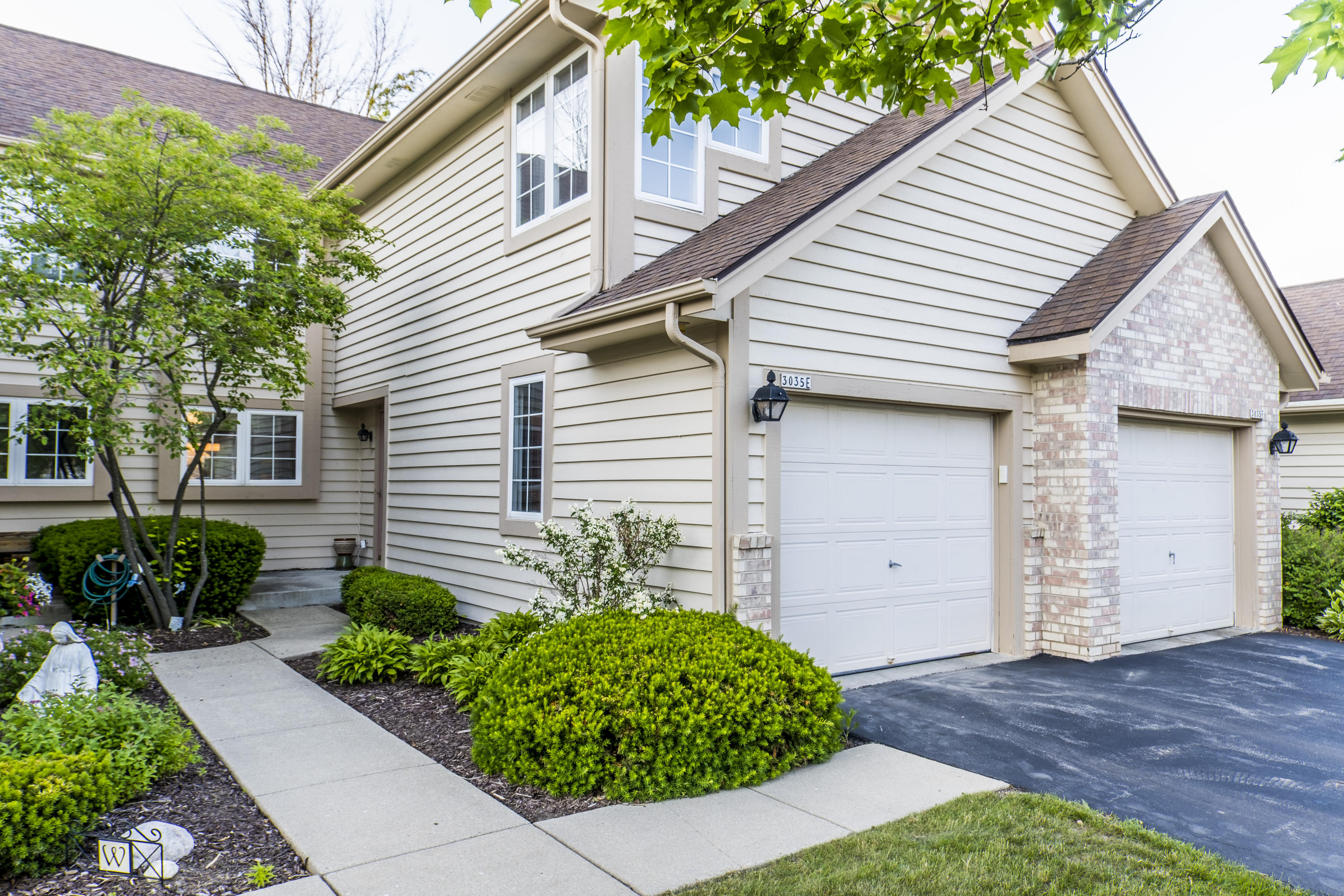 3035 River Birch Dr, Brookfield, Wisconsin 53045, 2 Bedrooms Bedrooms, 6 Rooms Rooms,2 BathroomsBathrooms,Condominiums,For Sale,River Birch Dr,1,1694645