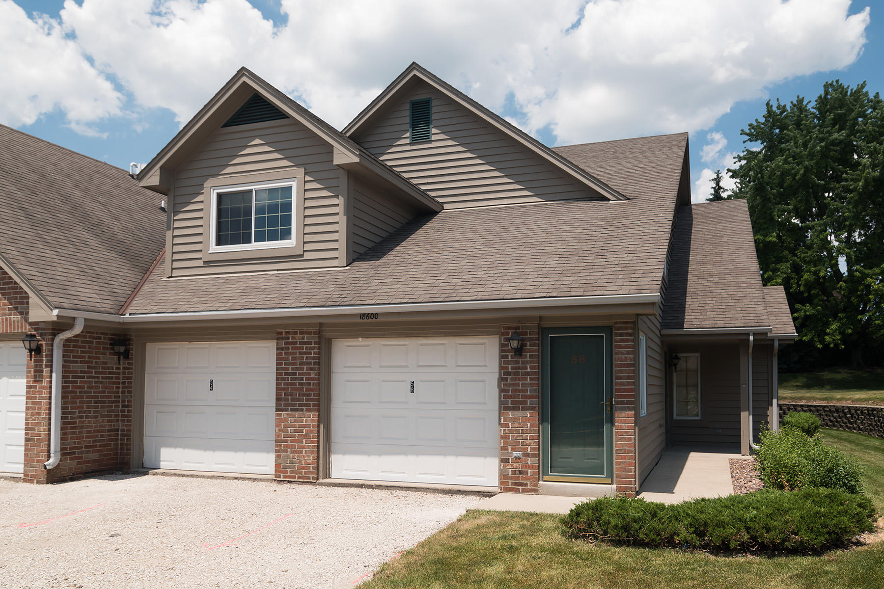 18600 Brookfield Lake Dr, Brookfield, Wisconsin 53045, 2 Bedrooms Bedrooms, 5 Rooms Rooms,2 BathroomsBathrooms,Condominiums,For Sale,Brookfield Lake Dr,2,1694899
