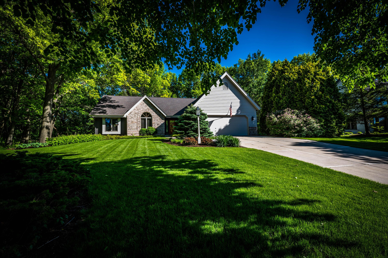 625 Robin Ln, Hartland, Wisconsin 53029, 3 Bedrooms Bedrooms, 8 Rooms Rooms,2 BathroomsBathrooms,Single-Family,For Sale,Robin Ln,1695483
