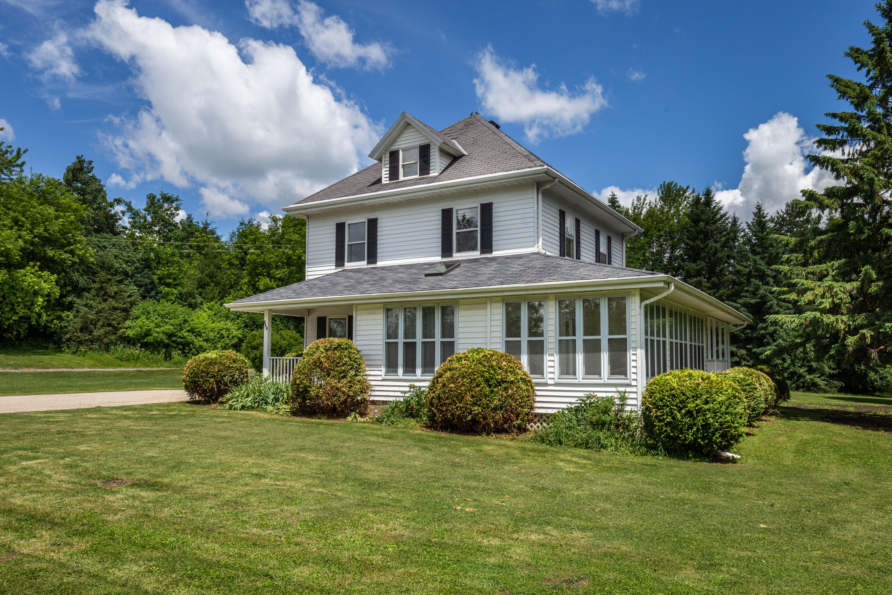 640 Hill St, Hartland, Wisconsin 53029, 3 Bedrooms Bedrooms, 8 Rooms Rooms,2 BathroomsBathrooms,Single-Family,For Sale,Hill St,1695633