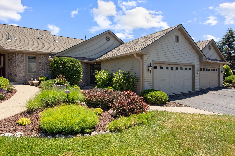530 Oak Ridge Dr, Hartland, Wisconsin 53029, 3 Bedrooms Bedrooms, ,2 BathroomsBathrooms,Condominiums,For Sale,Oak Ridge Dr,1,1696099