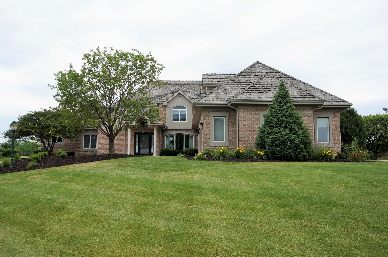 911 Evergreen Cir, Hartland, Wisconsin 53029, 5 Bedrooms Bedrooms, 16 Rooms Rooms,4 BathroomsBathrooms,Single-Family,For Sale,Evergreen Cir,1696135