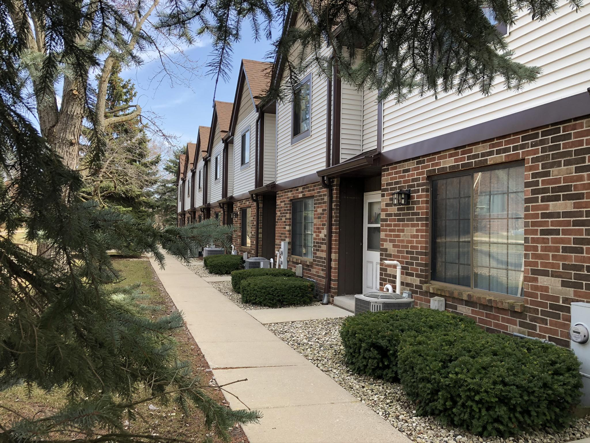 4130 104th St, Milwaukee, Wisconsin 53222, 2 Bedrooms Bedrooms, 5 Rooms Rooms,2 BathroomsBathrooms,Condominiums,For Sale,104th St,1,1696688