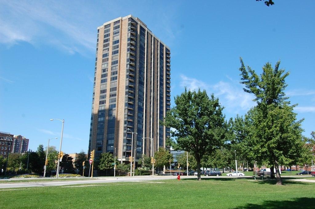 929 Astor St, Milwaukee, Wisconsin 53202, 2 Bedrooms Bedrooms, 4 Rooms Rooms,2 BathroomsBathrooms,Condominiums,For Sale,Astor St,26,1696600