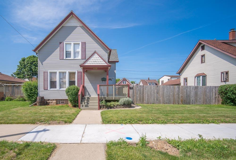 616 Michigan Ave, South Milwaukee, Wisconsin 53172, 5 Bedrooms Bedrooms, 10 Rooms Rooms,2 BathroomsBathrooms,Single-Family,For Sale,Michigan Ave,1696725