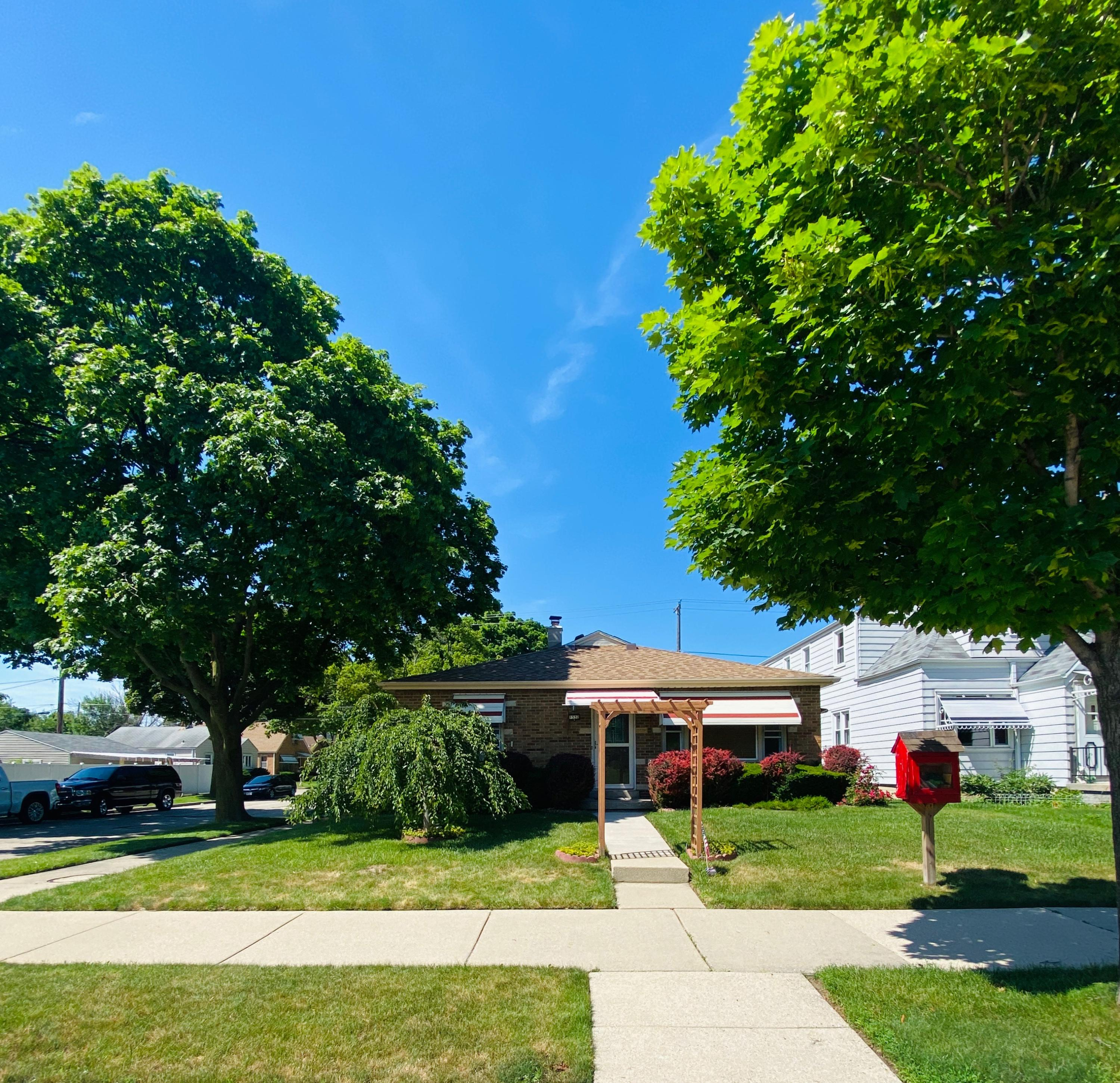1532 Howard Ave, Milwaukee, Wisconsin 53221, 3 Bedrooms Bedrooms, 5 Rooms Rooms,1 BathroomBathrooms,Single-Family,For Sale,Howard Ave,1696857